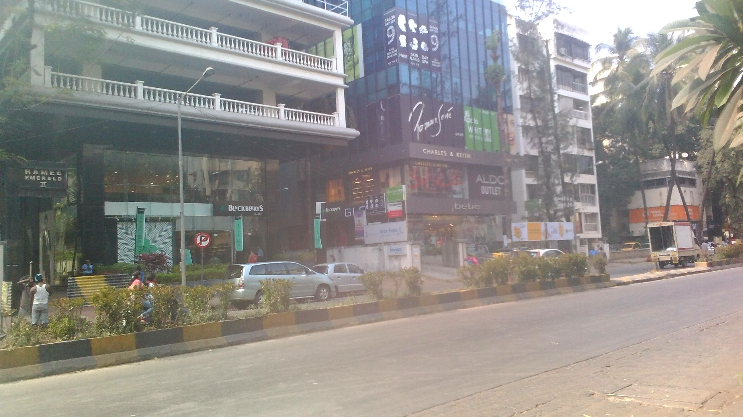 Commercial Shops for Rent in Commercial Shop For Rent in Linking Road, , Santacruz-West, Mumbai