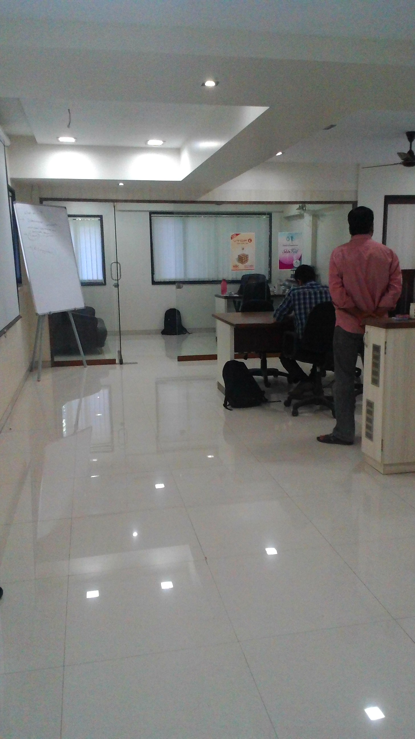 Commercial Office Space for Rent in Semi furnished office for Rent near station, , Mulund-West, Mumbai