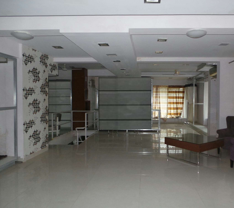 Commercial Office Space for Rent in Commercial Space For Rent, Near Linking Rad,, Goregaon-West, Mumbai