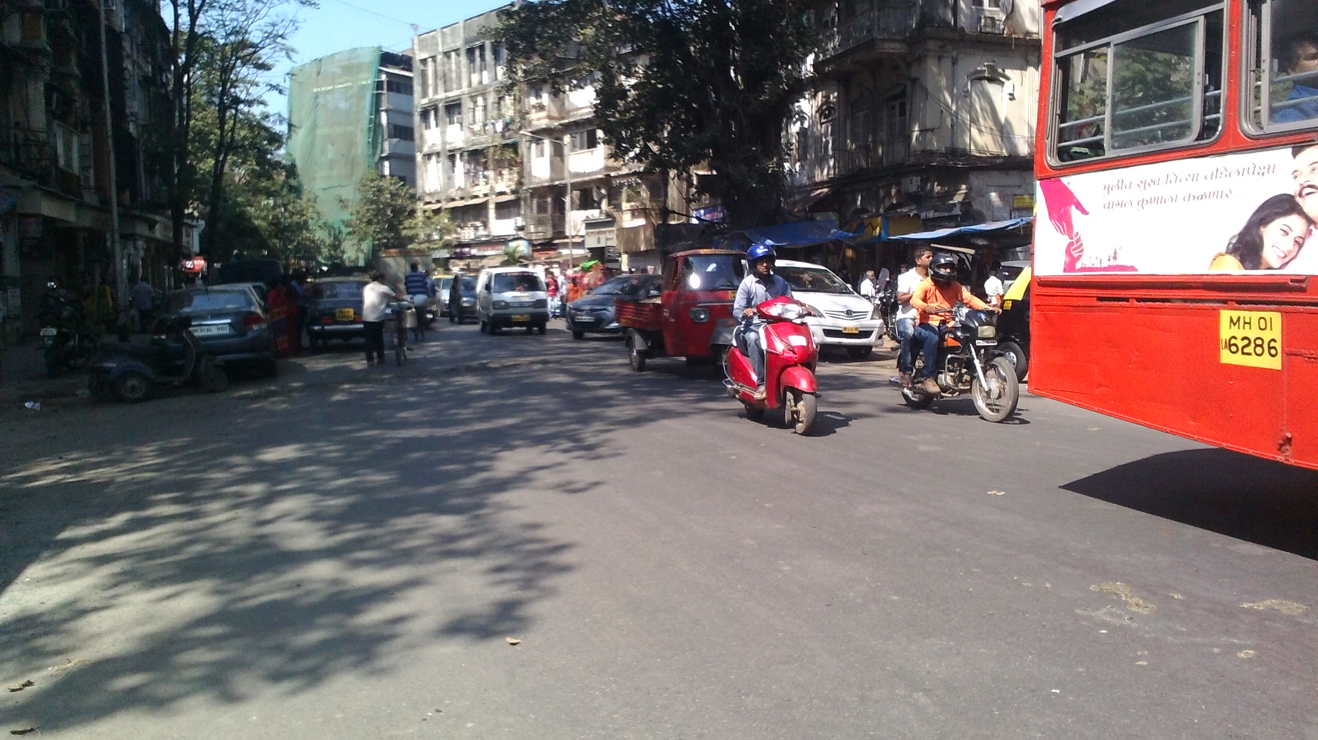 Commercial Shops for Sale in Commercial shop for Sale in Girgaon, Gaiwadi, Charni Road-West, Mumbai