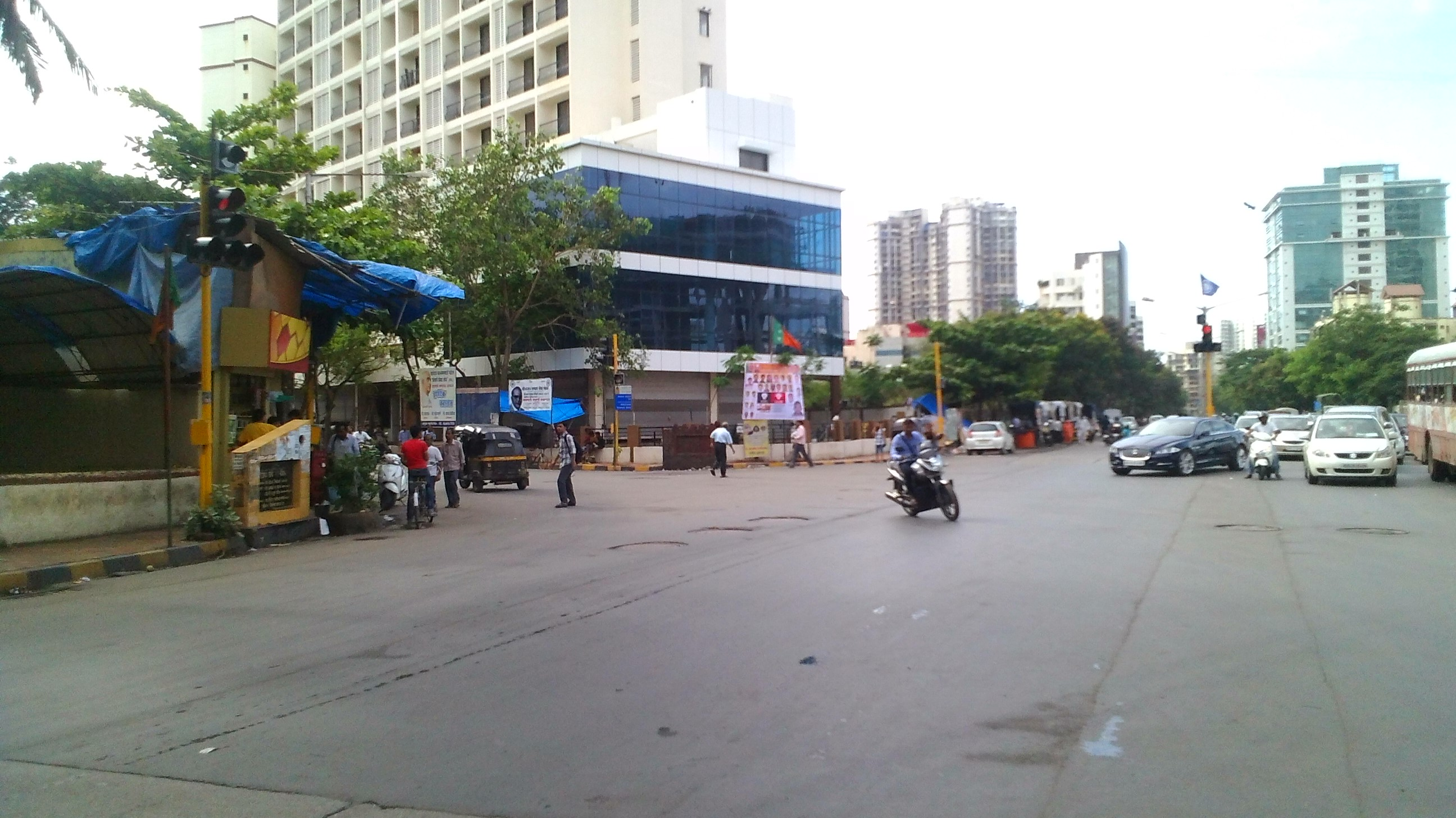 Commercial Shops for Rent in Commercial showroom space for Rent in 4 Bunglow, , Andheri-West, Mumbai