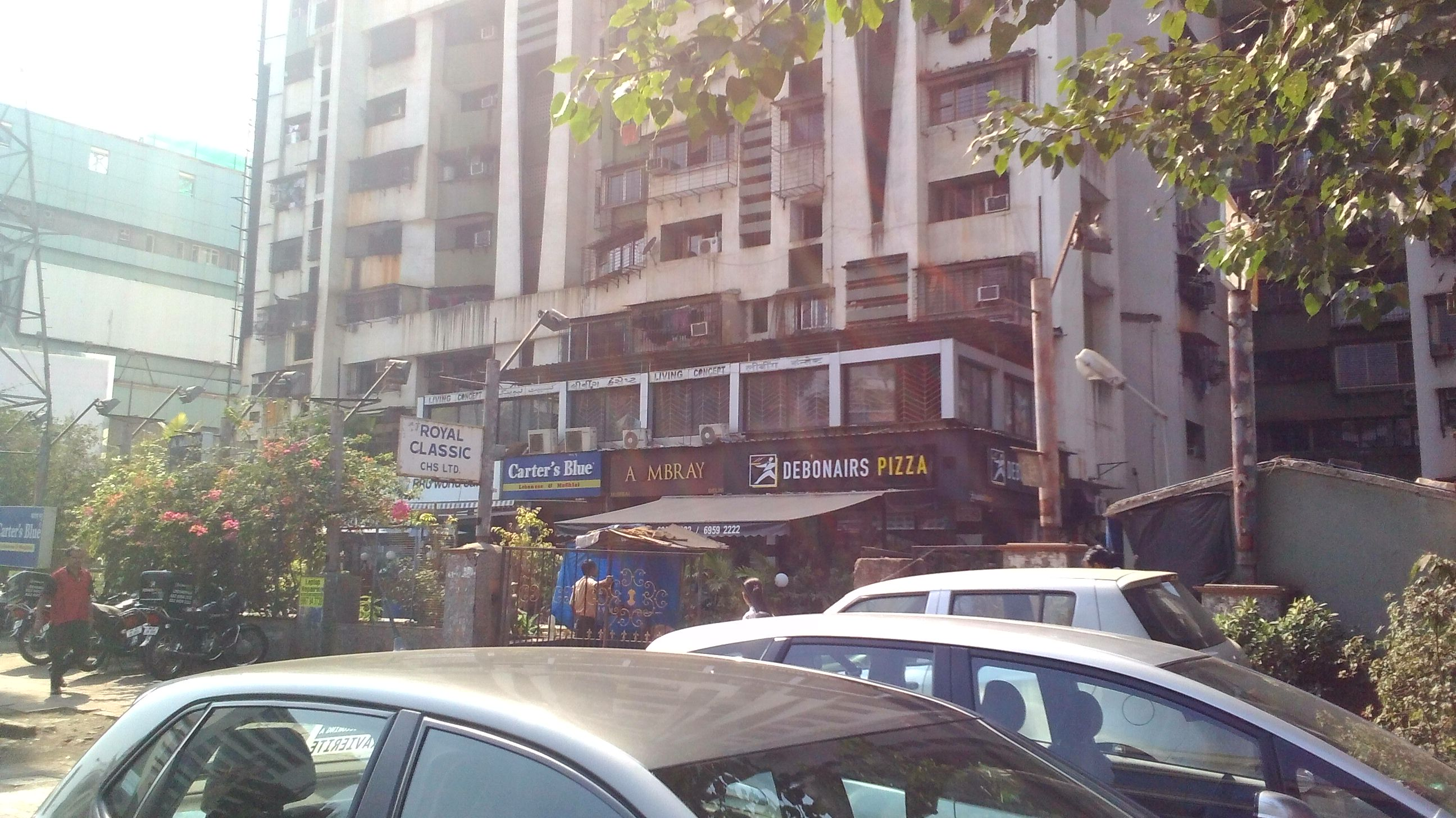 linking road mumbai